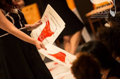 TAPETE MANIFESTO no MULTICIDADE – Festival Internacional de Mulheres nas Artes Cênicas – RJ (05 de novembro de 2015) - Foto: Renato Mangolin