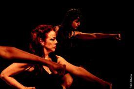 Tapete Manifesto performance de Thaís Medeiros realizada no dia 05/06 Teatro De Arena Eugênio Kusnet. Foto: Arô Ribeiro