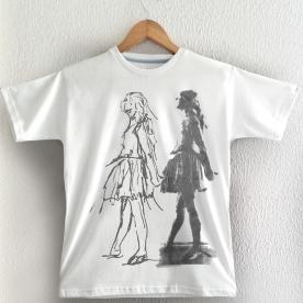 Bailarina e Desenho sobre camiseta branca